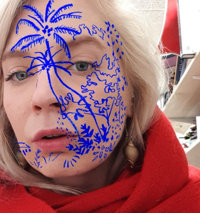 facebook and instagram facefilter, blue drawing of palms on face
